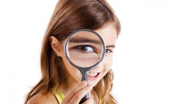 little-girl-looking-magnifying-glass_shutterstock_64244332-640x385